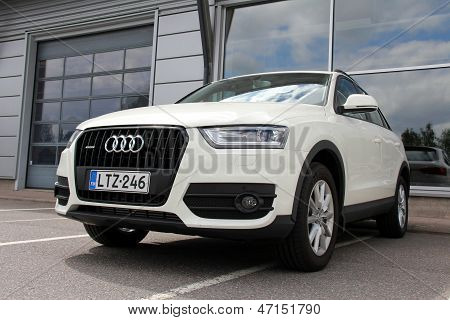 Cream Audi Quattro