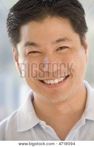 Hoofd geschoten van Man die lacht
