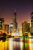 Trump International Hotel And Tower en Chicago en la noche