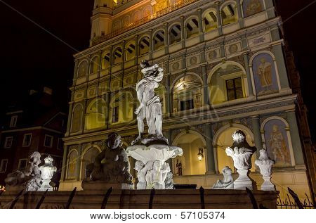 Night Photo Of  Prozerpin's Fountain And Beautifully Decorated Facade Of The City Hall, Poznan, Pola