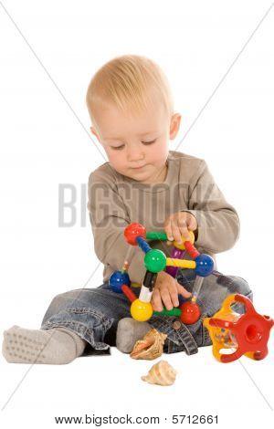 Juego de niño con juguetes