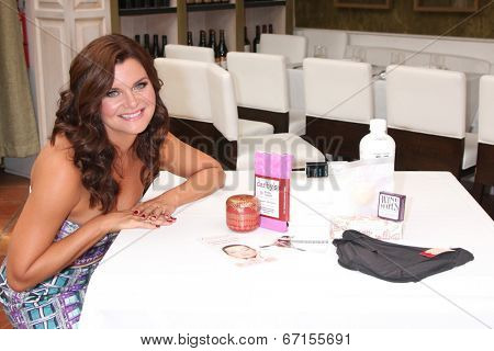LOS ANGELES - JUN 21:  Heather Tom, with gift bag items at the Leading Ladies of Daytime Luncheon 2014 at the Fig & Olive Resturant on June 21, 2014 in Los Angeles, CA