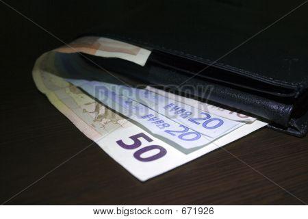 Euro contas na mesa