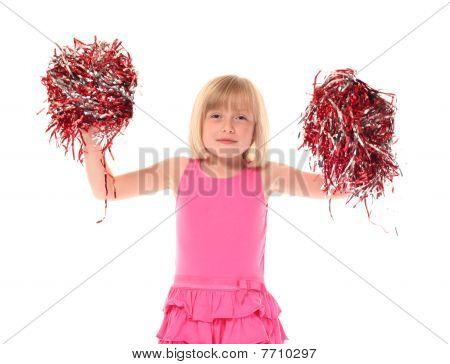 Joven niña agitando pompones