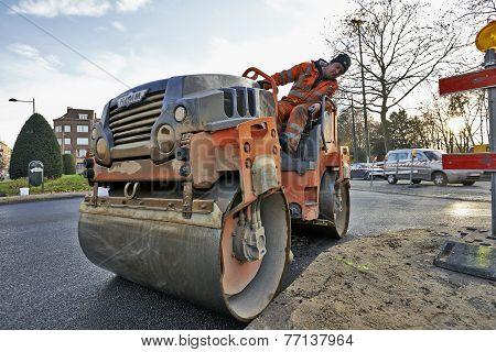 Heavy Roller Compactor