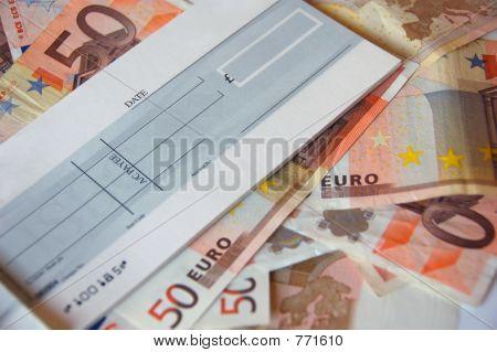 Euroscheine und Scheck Buch