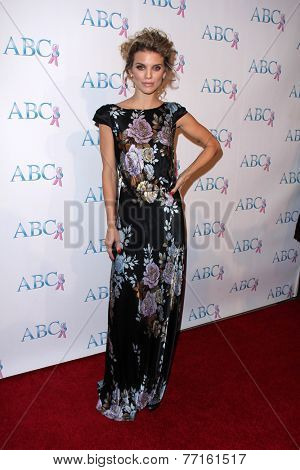 LOS ANGELES - NOV 22:  AnnaLynne McCord at the ABC 25th Annual Talk Of The Town Black Tie Gala at the Beverly Hilton Hotel on November 22, 2014 in Beverly Hills, CA