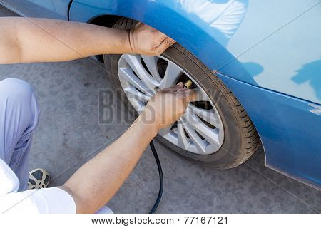 Fill Air In A Car's Tire