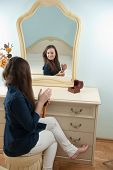 image of cheval  - Young girl is sitting in front of mirror - JPG