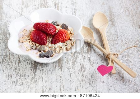 muesli with yogurt and strawberry