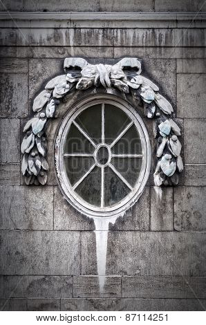 Classic Oval Window