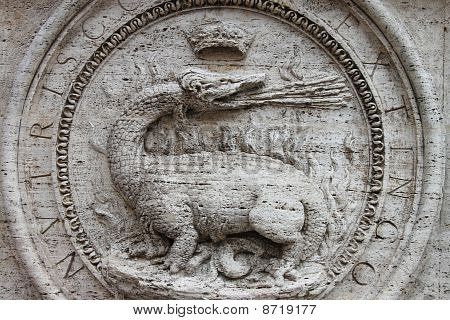Dragon basrelief