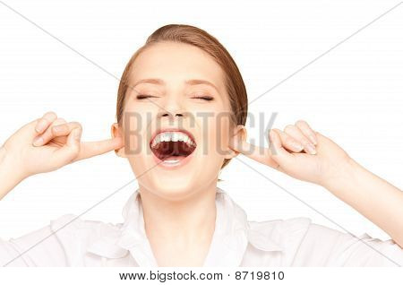 Frau mit Finger in die Ohren