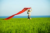 foto of rune  - Young lady runing with tissue in green field - JPG