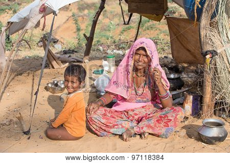 Beggar Indian Woman And Child In Pushkar, India