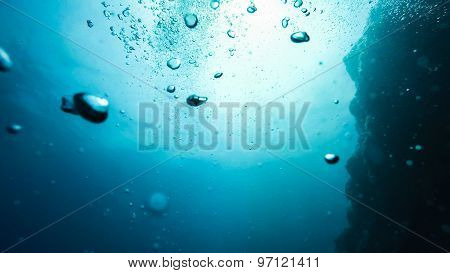 bubbles in water on a blue background, underwater photography