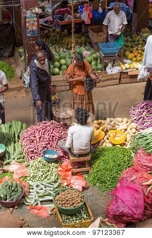 Sri Lankan sellers in street market sell fresh fruits and vegetables.