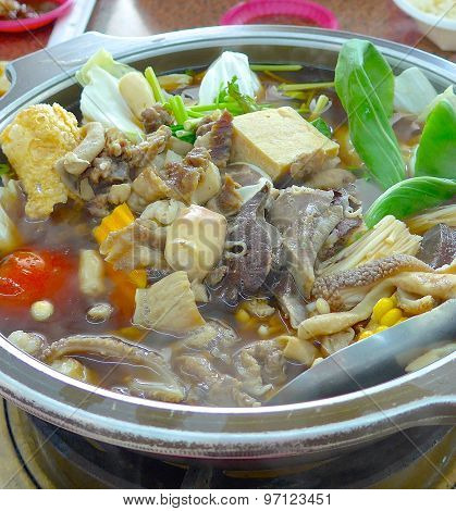 Mutton hot pot with Chinese herb