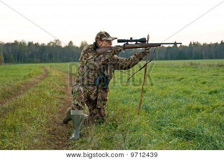 Hunter On One Knee