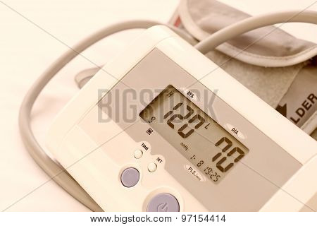 Digital Blood Pressure Moniter,show Normal Blood Pressure