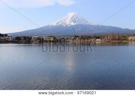 Kawaguchiko Lake And Views Of Mount Fuji.