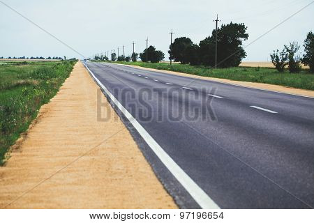 Dividing line on the road