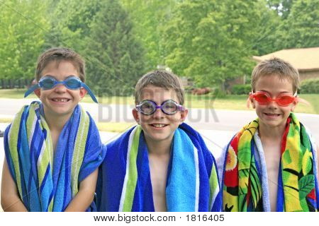 Jungs bereit für den Pool