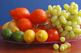 foto of tangelo  - Tray piled high with fresh produce  - JPG