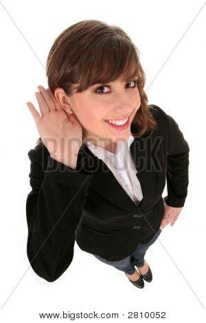 Geschäftsfrau mit Hand zum Ohr hören