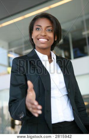 Aperto de mão de mulher de negócios