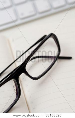 Gafas y teclado