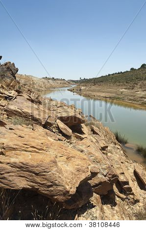 verschmutzten Fluss
