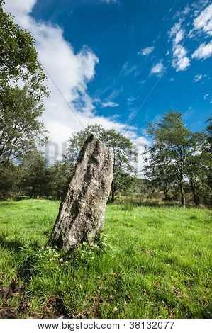 Pointing stone
