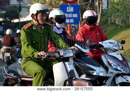 Policía en Vietnam
