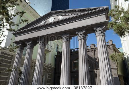 Architectural element with the columns