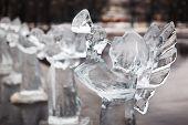 Постер, плакат: Резные скульптуры замороженных Ангел во льду