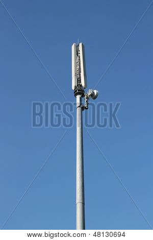 Mobile or cellular phone base station