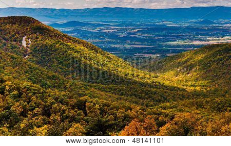 Early Autumn View Of The Shenandoah Valley, Seen From Skyline Drive In Shenandoah National Park, Vir