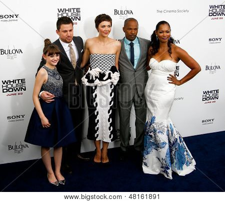NEW YORK-JUNE 25: (L-R) Joey King, Channing Tatum, Maggie Gyllenhaal, Jamie Foxx and Garcelle Beauvais attend the