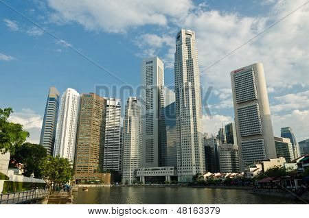 Singapore River with the skyline of Raffles Place