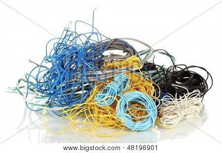 Cables aislados en blanco