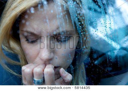 Infeliz mujer deprimida