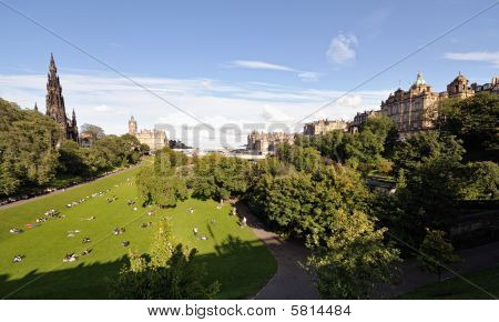 East Princes Street Gardens Skyline, Edinburgh, Scotland, Uk
