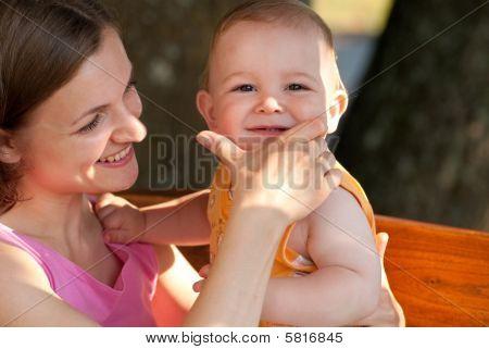 Mutter liebt ihr baby