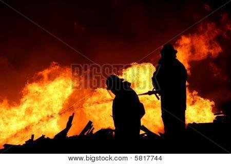 Feuerwehrmänner silhouette