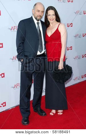 Richard Schiff and Sheila Kelley at the 35th Annual AFI Life Achievement Award celebration honoring Al Pacino. Kodak Theatre, Hollywood, CA. 06-07-07