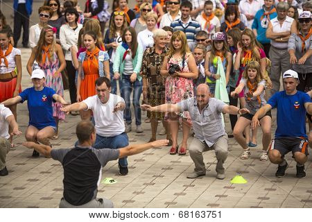 TIKHVIN, RUSSIA - JUL 5, 2014: Head of Tikhvin region Alex.Lazarevich (R) and head of administration Tikhvin district Timkov (L) agitate people to sports during celebration Day of city Tikhvin (631 y)