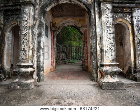 Bich Dong Pagoda in Ninh Binh, Vietnam. Central gate of Ha Pagoda (lower pagoda)