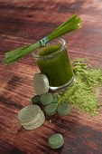 picture of chlorella  - Green drink with green pills and ground powder - JPG
