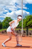 pic of youg  - Youg pretty giel playing tennis on cort - JPG